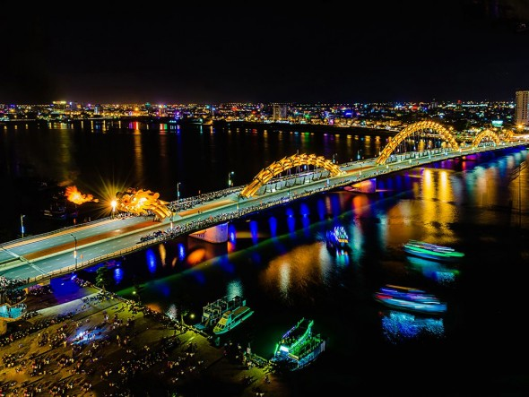 Danang by night / Daily departure