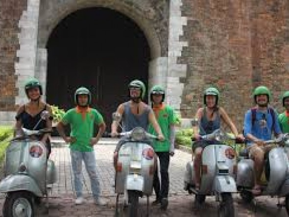 Vespa tour - The insider's Hanoi city tour /Daily departure